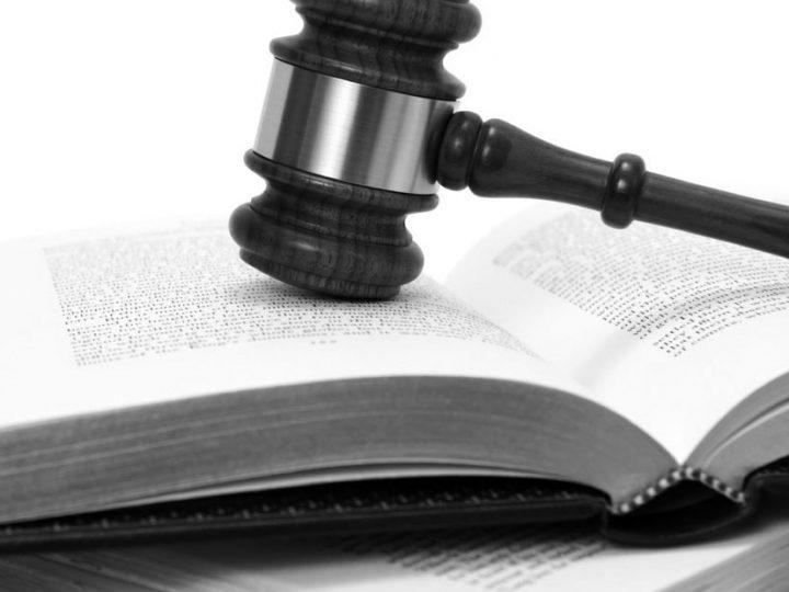 La responsabilidad penal de los representantes de la persona jurídica o de quienes tengan facultades de organización y control